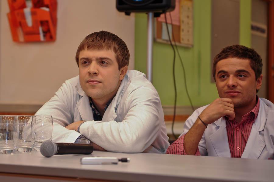 Глеб Романенко (Илья Глинников) (справа)
