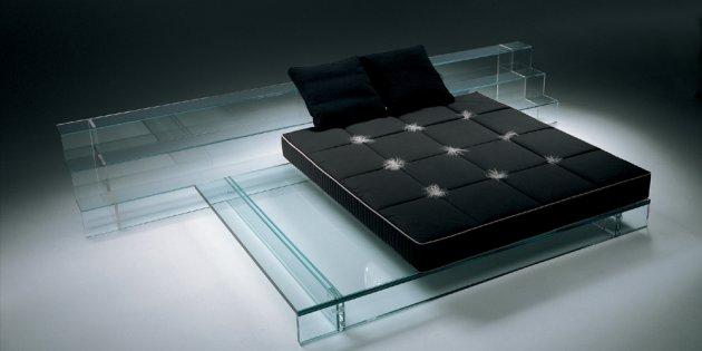 Стеклянный диван
