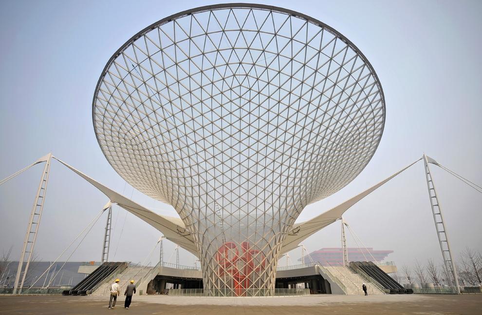 Здание для поглощения солнечных лучей и освещения галерей
