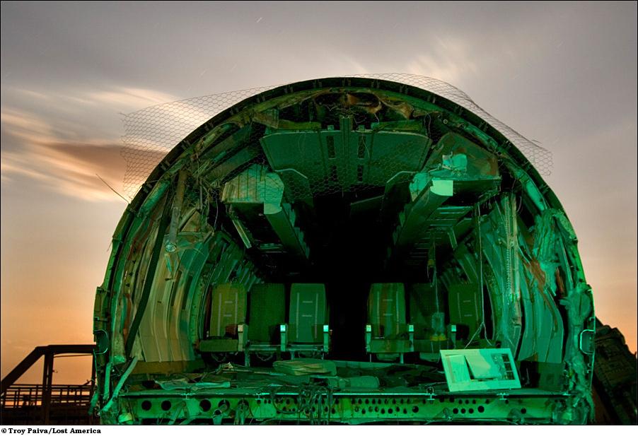 Эти самолетные останки были использованы как реквизит для съемок фильма