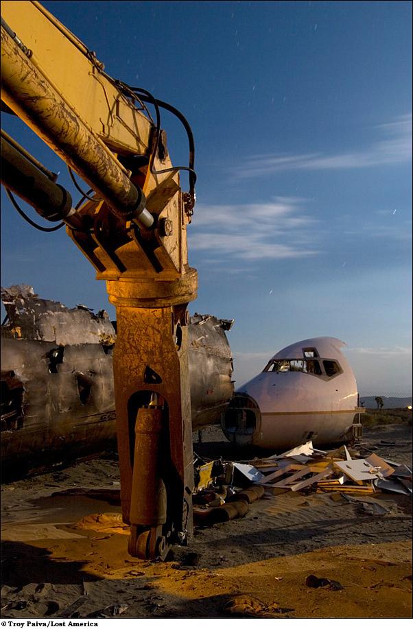 Тяжелая техника для слома самолетов