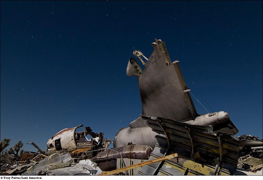 Груда мусора из останков того, что когда-то летало