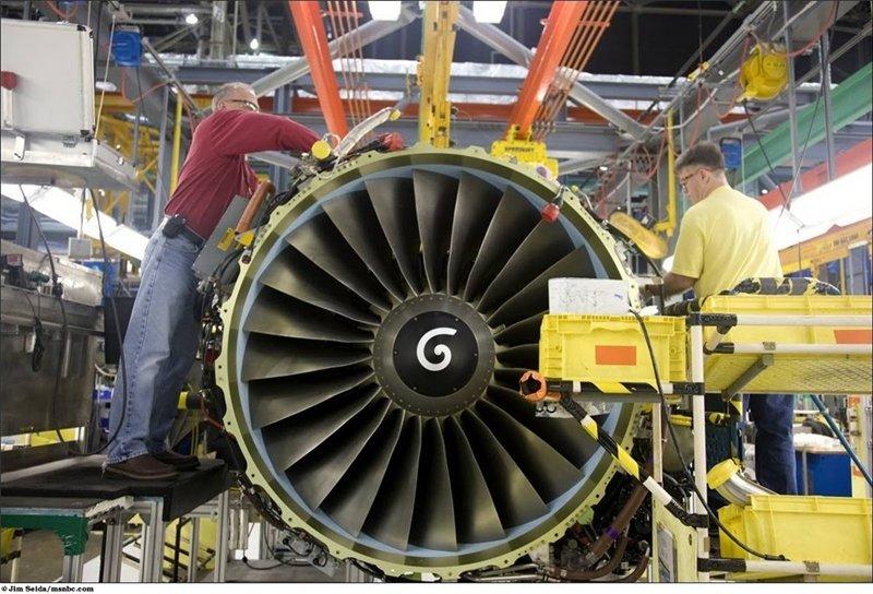 Двигатели вносят 1/3 от цены самолёта, который в общей сложности стоит 60 млн долларов