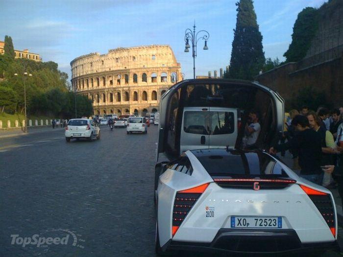 Концепт Giugiaro Quaranta в Римском такси