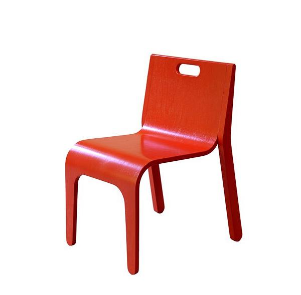 Красный стул младшего председателя