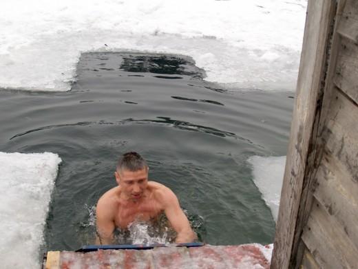 Как празднуется Крещение и зачем купаются в проруби?