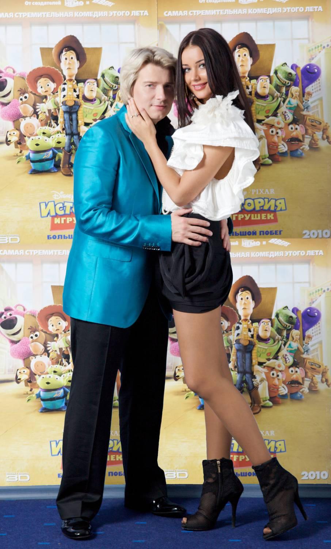 В начале марта красавица Оксана Федорова рассталась с певцом Николаем...