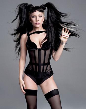"Альбом ""Born This Way"" Леди Гага возглавил британский чарт"