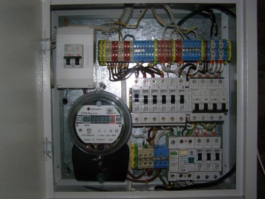 Бесплатный свет: как украсть электричество в России