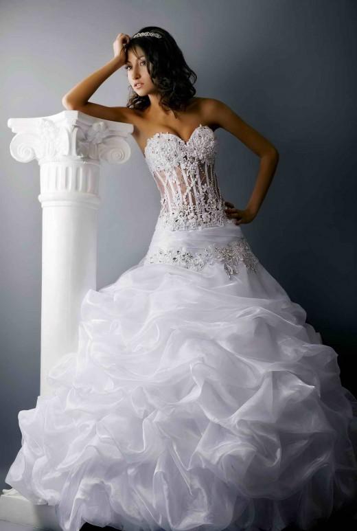 Какие свадебные платья в моде в 2012 году?