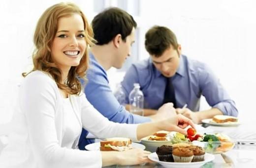 Доставка обедов в офис – насколько актуально?
