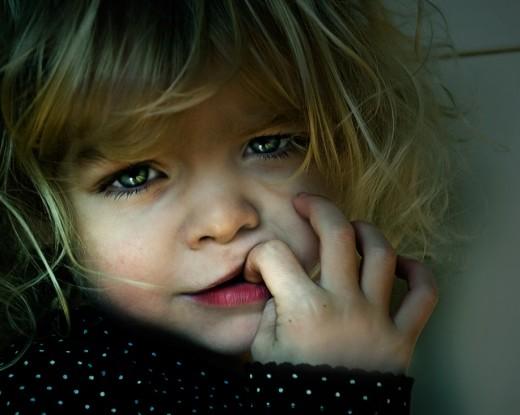 Сосание пальца: помогите своему ребенку избавиться от этой привычки