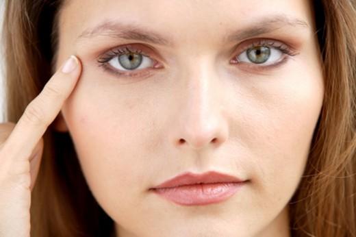 Что вызывает морщины глаз?