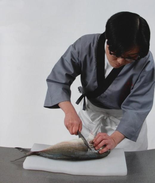 Кухонные японские ножи для приготовления суши и сашими
