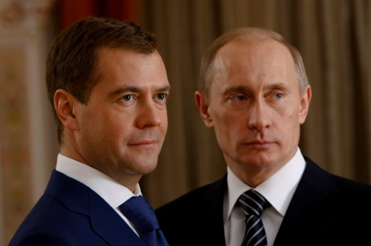Почему Д.Медведев тянет В.Путина и Россию на дно
