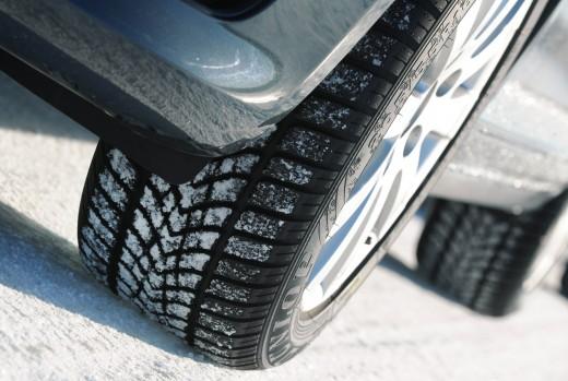 Шины зимние Goodyear эффективно справляются с управлением на сухих и мокрых покрытиях.