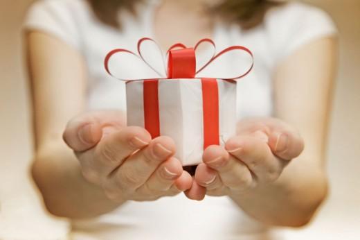 Психологи доказали превосходство женщин в способности выбирать подарки