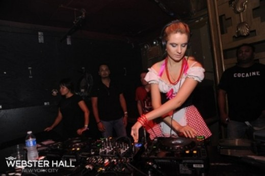 Известная стип-диджей и модель Анна Сахара (DJ Anna Sahara) в интервью нашему изданию