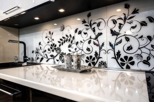 Стильные, яркие, индивидуальные кухни – компания «Мебелино» запустила собственное производство фотопанелей из стекла