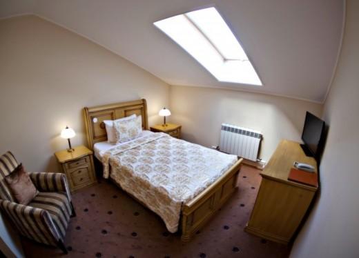 Номер в гостинице эконом или аренда квартиры