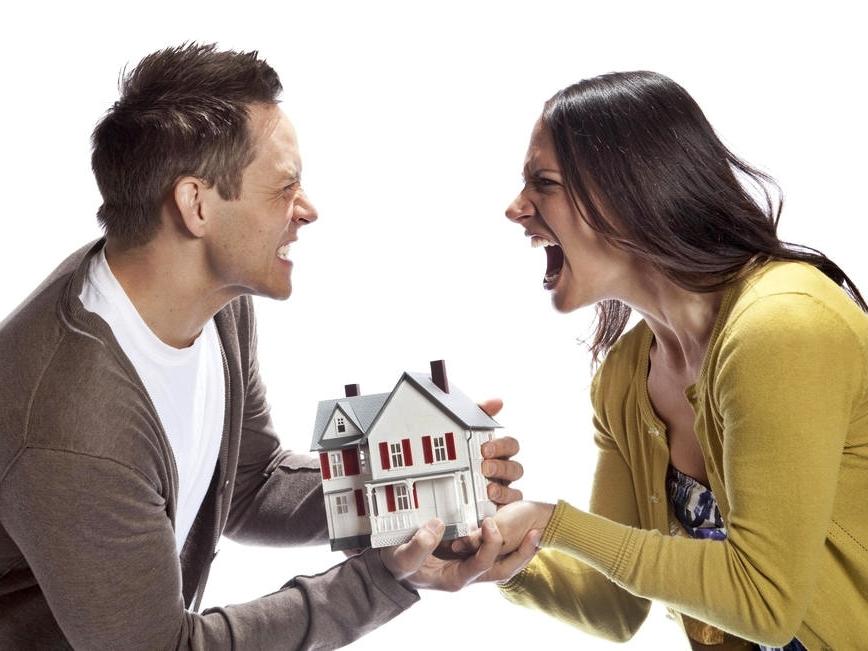 Можно ли в бракоразводном процессе оспаривать сделку совершенную не супругами