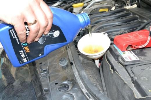 Услуги автосервиса: как сделать замену масла в мкпп