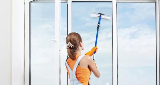 Чем мыть окна при уборке офиса или квартиры
