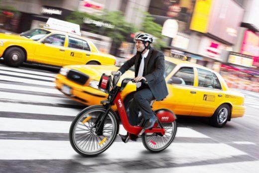Как безопасно передвигаться на велосипеде по городу.