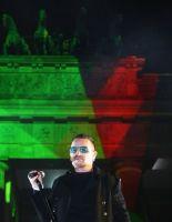 """Лидер """"U2"""" предложил контролировать интернет"""