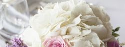 Живые цветы как роскошное украшение праздника