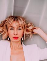 Коронавирус внес серьезные изменения в планы блогера из России и ее любимого из Парижа