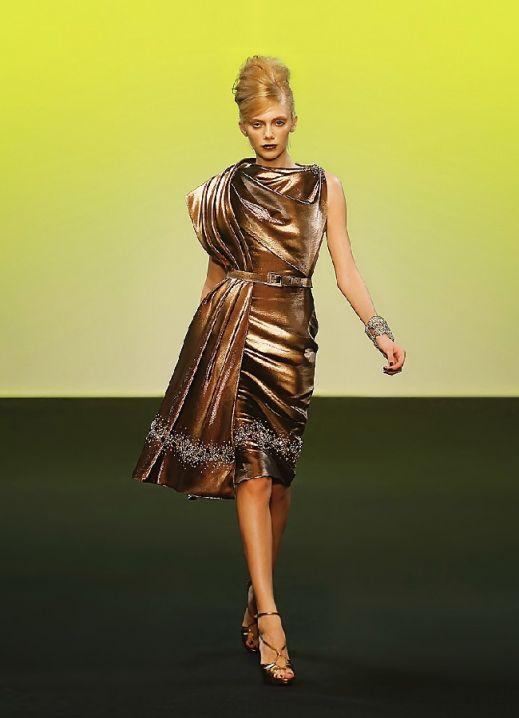 Вечерние платья цвета золота