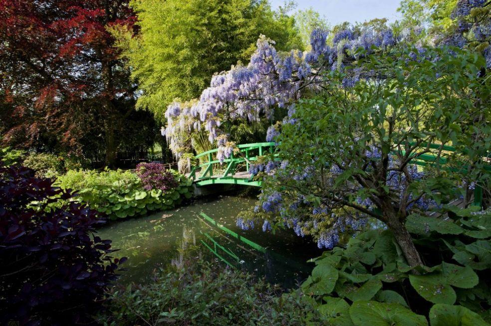 Мост в саду Моне в Живерни