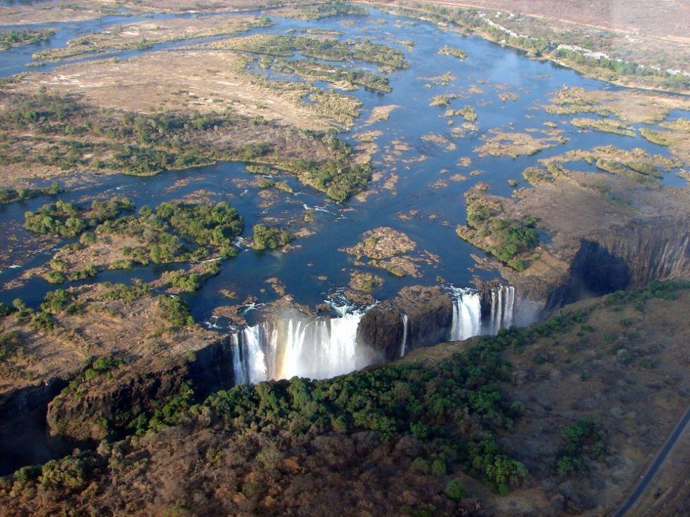 Водопад Виктория между Замбией и Зимбабве