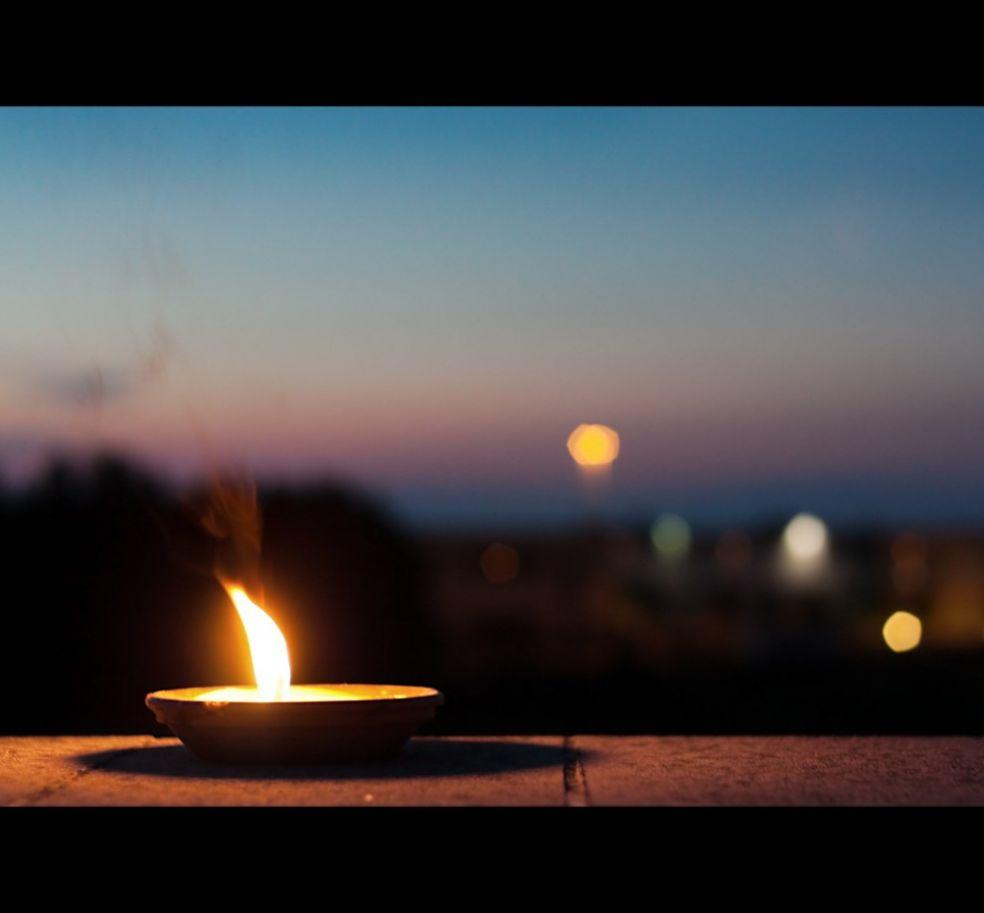 Свеча на террасе итальянского кафе