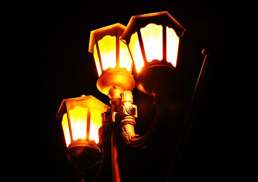Желтые фонари