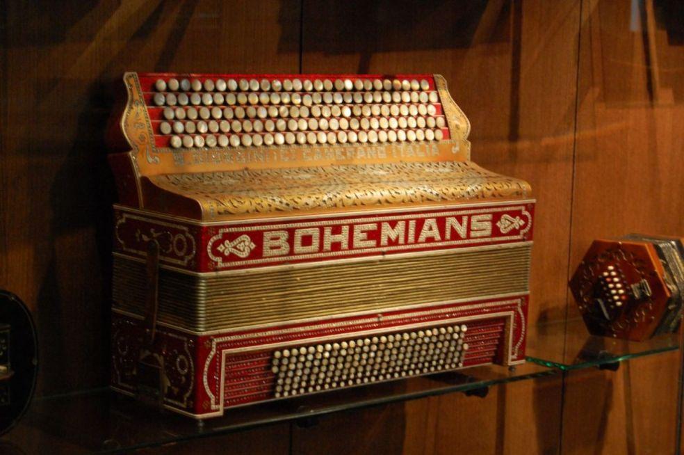 Пятирядный кнопочный аккордеон