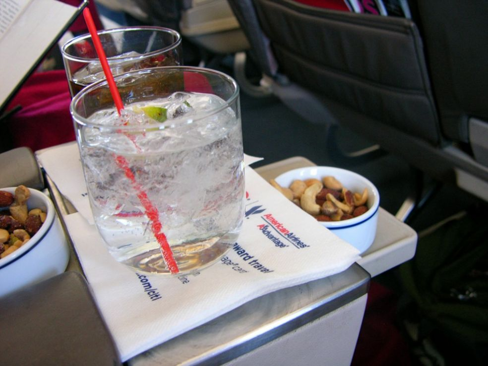 Коктейли на борту Американских авиалиний