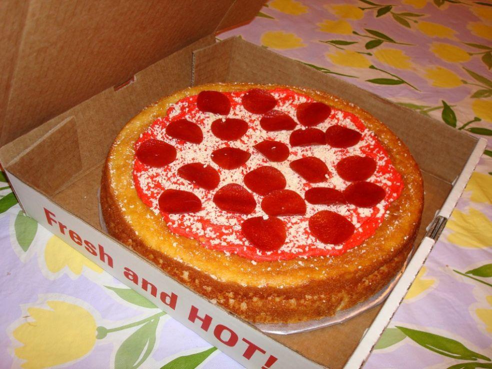 Торт с пепперони на День Рожденья