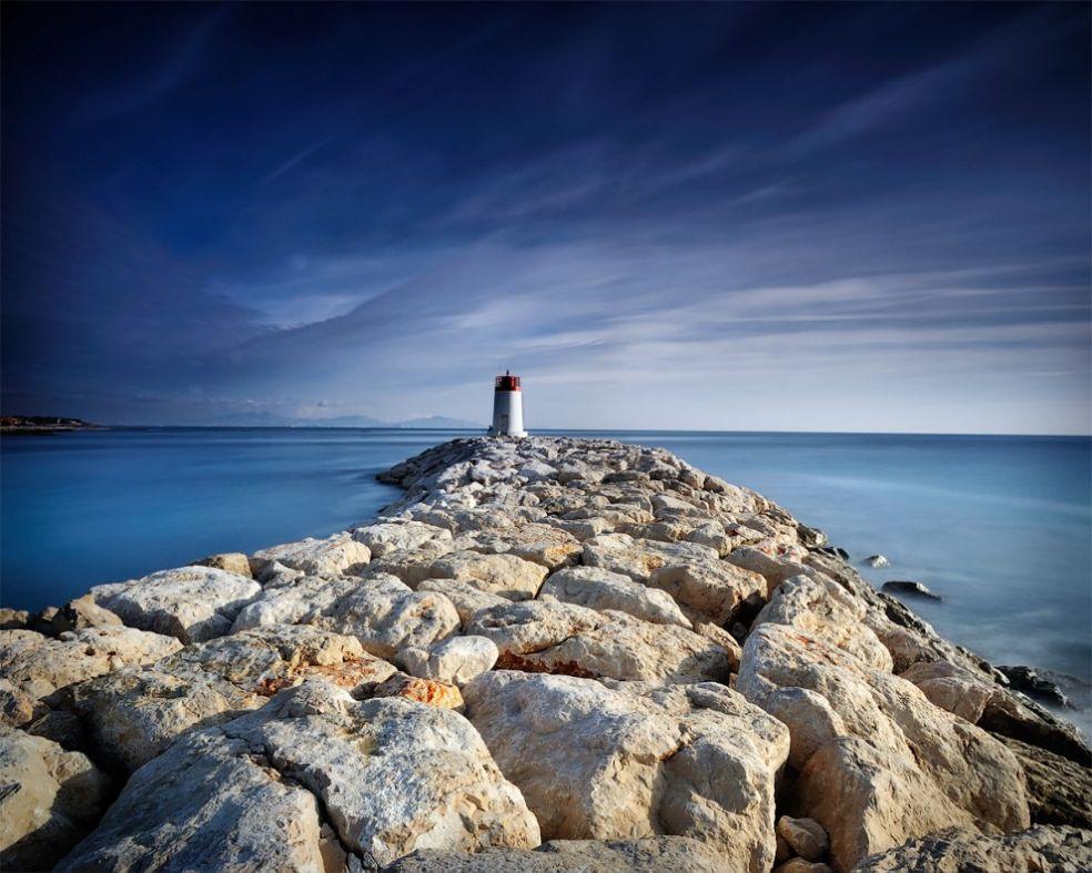 Маяк на побережье Прованса