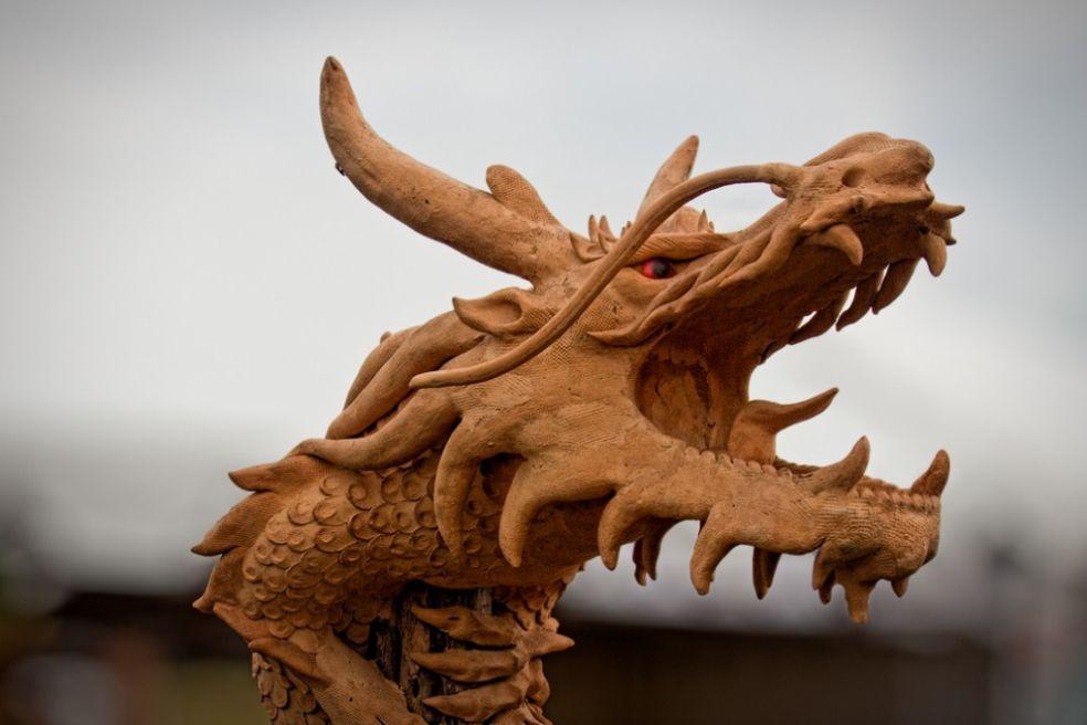 Деревянный дракон на Фестивале Воздухоплавания в Ридингтоне
