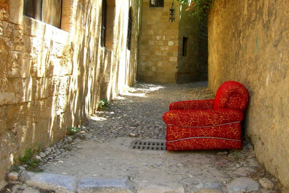 Кресло на итальянской улочке