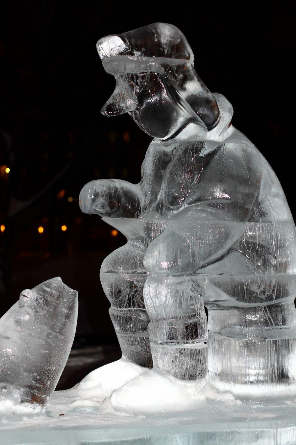 Статуя Конфуция на фестивале ледяных фигур в Харбине