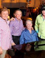 Основанному на песнях The Beach Boys мюзиклу нашли режиссера