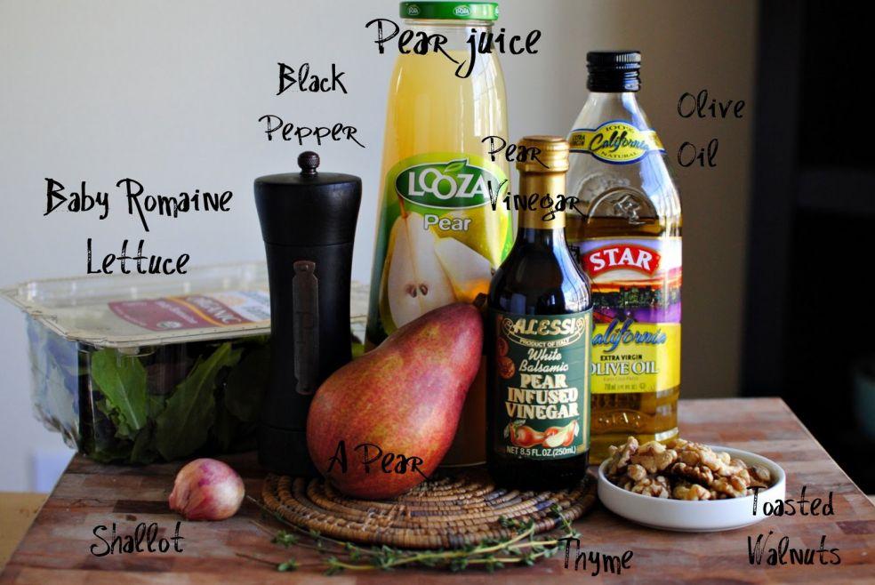 Грушевый сок, черный перец, оливковое масло, грушевый уксус, молодые листики салата-латука, груша, жареные грецкие орехи, лук-шалот, тимьян.