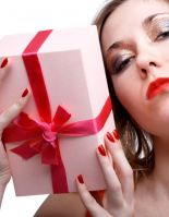 Что не стоит дарить девушкам, а что все же стоит?