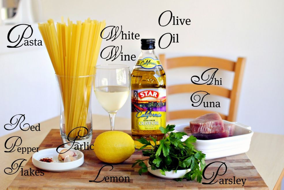 Оливковое масло, белое вино, спагетти, филе тунца, кусочки красного перца, чеснок, лимон, петрушка