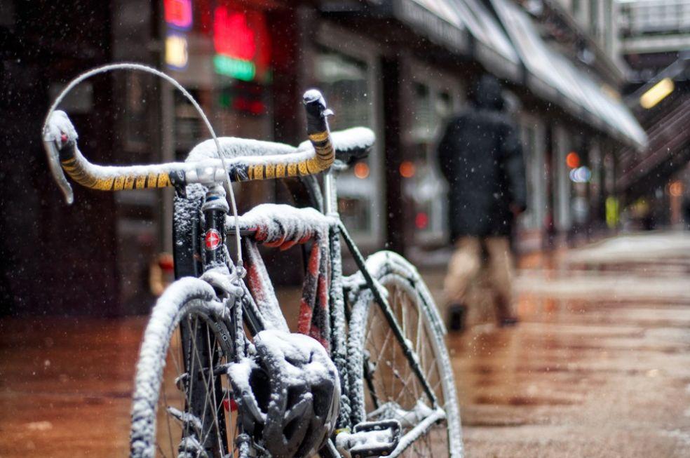 Велосипед под снегом