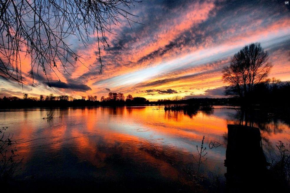 Закат в Неверсе, Франция