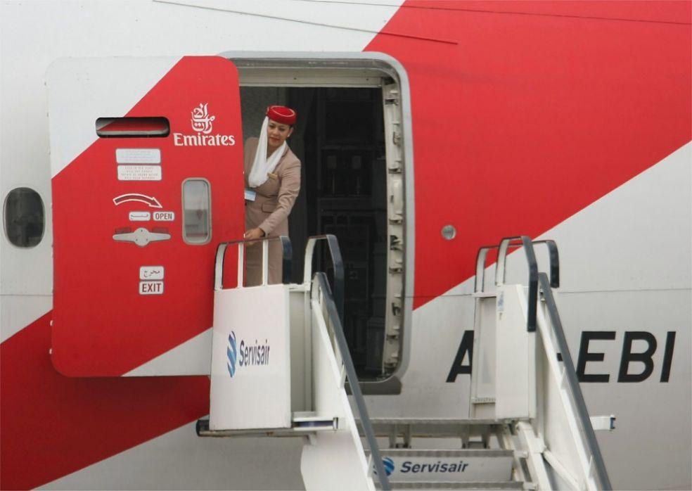 Стюардесса Эмиратских Авиалиний в Дублинском аэропорту
